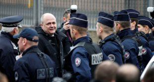 استنفار أمني بفرنسا تحسبا لأي عمل إرهابي :91 ألف شرطي لتأمين احتفالات عيد الميلاد ورأس السنة
