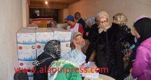 خديجة حجوبي تشرف على عملية تمكين 4000 أسرة بفاس والجهة من قفة رمضان تحت شعار : نتقاسمو فطورنا