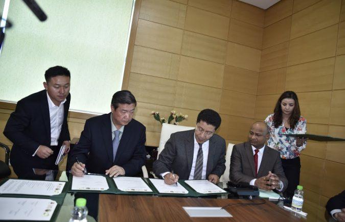 عبد النبي بعوي يوقع اتفاقية إطار مع شركة صينية متخصصة في المجال الفلاحي والقطاع المنجمي تعتزم توفير 12 ألف منصب شغل
