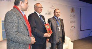 الدكتور خالد التوزاني يهدي جائزة ابن بطوطة للأدب الجغرافي للرحالة الأول الملك محمد السادس نصره الله